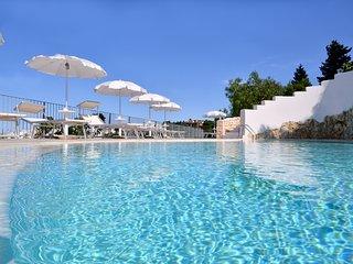 Villa Ecate - Puglia house rentals with pool- wifi - sea at 8' drive, Ostuni