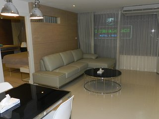 Luxury apartments are 2 bedrooms with frontal sea view for 5 people, Jomtien Beach