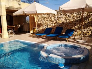 Superb Farmhouse - 3 Bedroom with Air-condition - Outdoor Pool with Jacuzzi - Sl, Mgarr