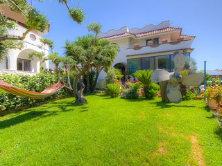 ❤Holiday villa by the beach❤★private parking★wi-fi★air-co★sleeps7+1★garden★BBQ★❤, Formia