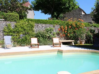 LE PETIT CASTELET - FANTASTIC HOUSE IN DOMME WITH GARDEN, POOL AND GREAT VIEWS