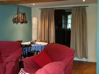 Cosy quarrymans cottage in the heart of the village.