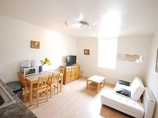 HOLIDAY APARTMENT(F1/10) ON FINCHLEY ROAD NW3
