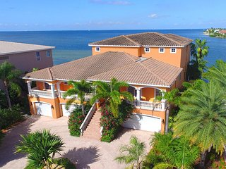 Seasonal Amazing Luxury Waterfront Rental, Apollo Beach