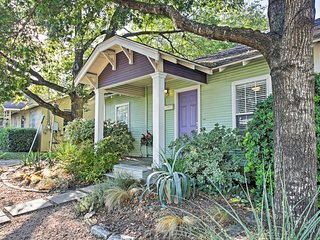 Discover 'Austin Soul' - 2BR Home Steps from SoCo!