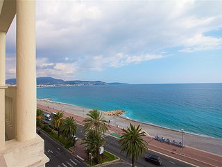 Beautiful 2BR apt on the Promenade des Anglais Terrace Sea View, Niza
