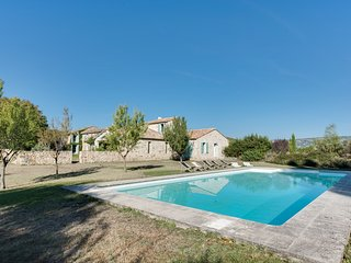 Beautiful farmhouse with character in Luberon, Saint-Pantaleon