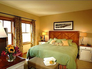 Luxurious Resort Amenities - Close to the Shuttle Stop (1096), Crested Butte