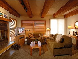 Plaza at Woodcreek Condominium - Lovely Decor and Finishes Throughout (1123), Crested Butte