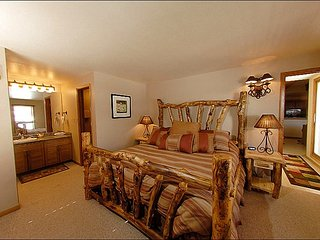 Warm and Welcoming Condo - Close to Mountaineer Square (1124), Crested Butte