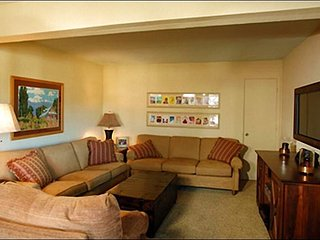 Comfortable Mountain Condo - Beautiful West-Facing Views (1141), Crested Butte