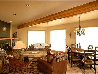 Elegant Slopeside Living - Recently Renovated Complex (1153), Crested Butte