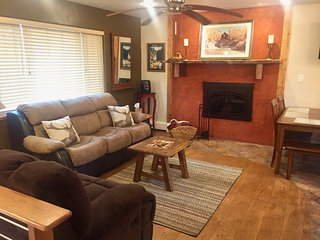 "PERFECT ""HOME AWAY FROM HOME"" NEAR SKIING, WALK TO TOWN! GREAT FOR FAMILIES!"