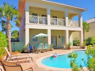 Brand New! Upscale,Private pool, Free golf cart! 4 Minute walk to beach!