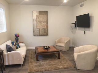 2 Bed/2 Bath Cozy & Furnished Unit