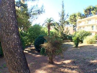 Superbe T3 avec balcon, refait à NEUF, situé Terrasse de PORTISSOL sur jardin, Sanary-sur-Mer