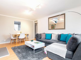 Bright 3-bed in Holland Park-Notting Hill +parking