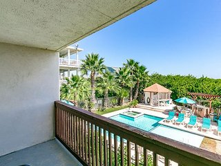 1BR Port Aransas Condo in Seabreeze Suites – Walk to Restaurants and Beach
