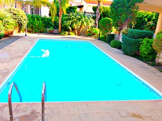 Coral Bay - 3 Bed Villa - 300 Metres to the beach, Paphos