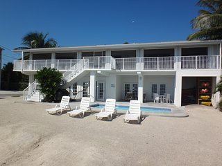 Family Retreat Oceanfront Home with Pool, Cudjoe Key