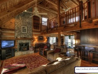 3BR Cabin With Views of Grandfather Mountain, Stone Wood-Burning Fireplace, Game Tables, Close to Boone, Banner Elk and Grandfather
