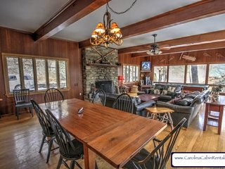 4BR Mountain Getaway with Hot Tub, Pool Table, Open Floor Plan, Just Off the Parkway in Blowing Rock