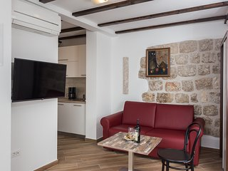 Apartments & Rooms Verdi-Studio Apartment with City View