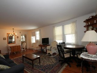 Great location on Congress St - 3 BR beach house, Cape May