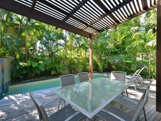 Cassowary Villa No.2 - 3 Bedroom Near Beach and Town