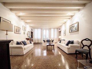 Accademia Terrazza - Large terrace and bright apartment in Dorsoduro off the, Venise