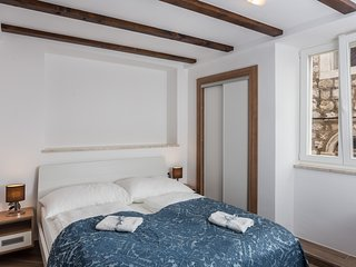 Apartments & Rooms Verdi-Premium Double Room with City View No.2