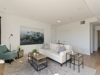 Luxury 3 bedroom condo in great location!, Beverly Hills