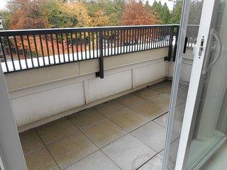 My Lovely Loft 4 Beds/3 Full Baths Surrey Central Near Mall & Sky Train
