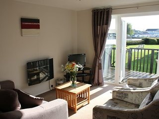 Holkham Cottage, The Peninsula, Wroxham. Sleeps 4