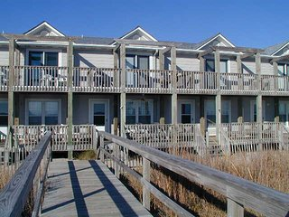 'Sea Breeze' Beautiful Oceanfront Kure Beach Townhome