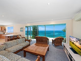 UPSTAIRS AT KALAKAU Views, Forresters Beach