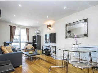 Modern and secure apartment in Angel