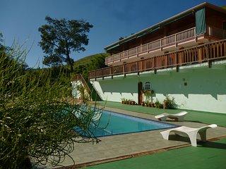 Linda casa em sitio, piscina, lago e vista panoramica proximo a Campos do Jordao
