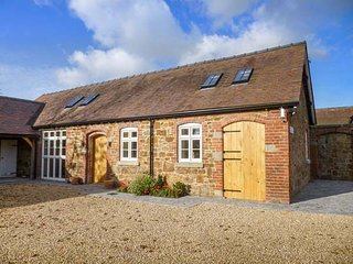 SWALLOWS COTTAGE, semi-detached, two bedrooms, patio, WiFi, Harley, Much