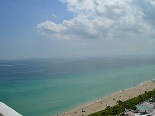 OCEAN, MODERN, LUXURY! CORNER UNIT - AMAZING VIEWS! OCEANFRONT BUILDING - WOW!