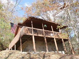 *Special* Beautiful Cabin /w Fireplace and Hot Tub! Gatlinburg/PF