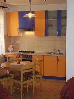 Lara (4+1): kitchen and dining room