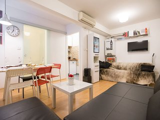 URBAN LIFE APARTMENT -NEW & COZY -  CENTER OF ZAGREB - free WIFi - 40 m2
