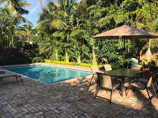 Case de León with large Pool, West Palm Beach