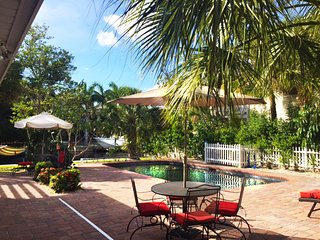 ****Walk to Beach-5min! Waterfront Canal! Private Pool~spa~Kayaks, Bikes!