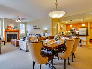 Luxury Ski In/Out In Resort Base Village #3302 - Great Views/Hot Tub/Garage/WiFi, Winter Park