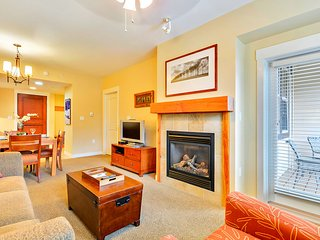 Luxury Ski In/Out In Resort Base Village #4546 - Great Views/Hot Tub/Garage/WiFi, Winter Park