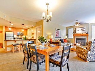 Luxury Ski In/Out In Resort Base Village #4474 - Great Views/Hot Tub/Garage/WiFi, Winter Park