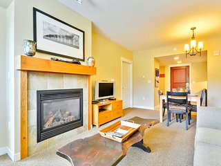Luxury Ski In/Out In Resort Base Village #4370 - Great Views/Hot Tub/Garage/WiFi, Winter Park