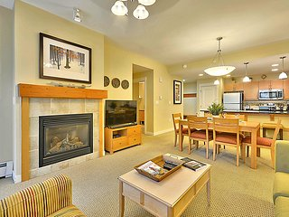 Luxury Ski In/Out In Resort Base Village #3129 - Great Views/Hot Tub/Garage/WiFi, Winter Park